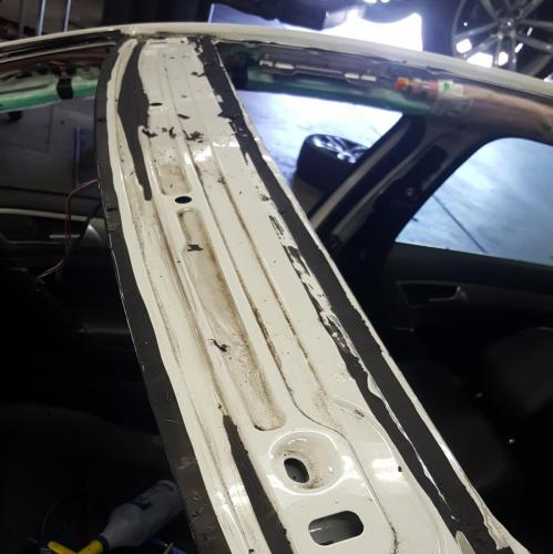 (2of2) Doing a sunroof assembly, a windshield for VW Santa Monica