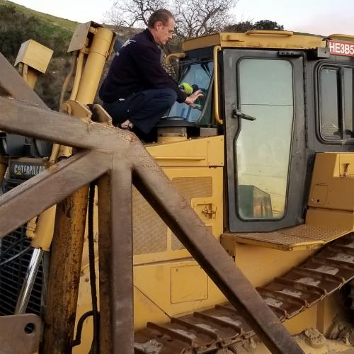 Replacing Caterpillar windshield