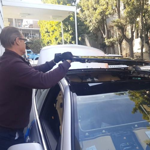Installing a panoramic roof glass at Hornburg Jaguar